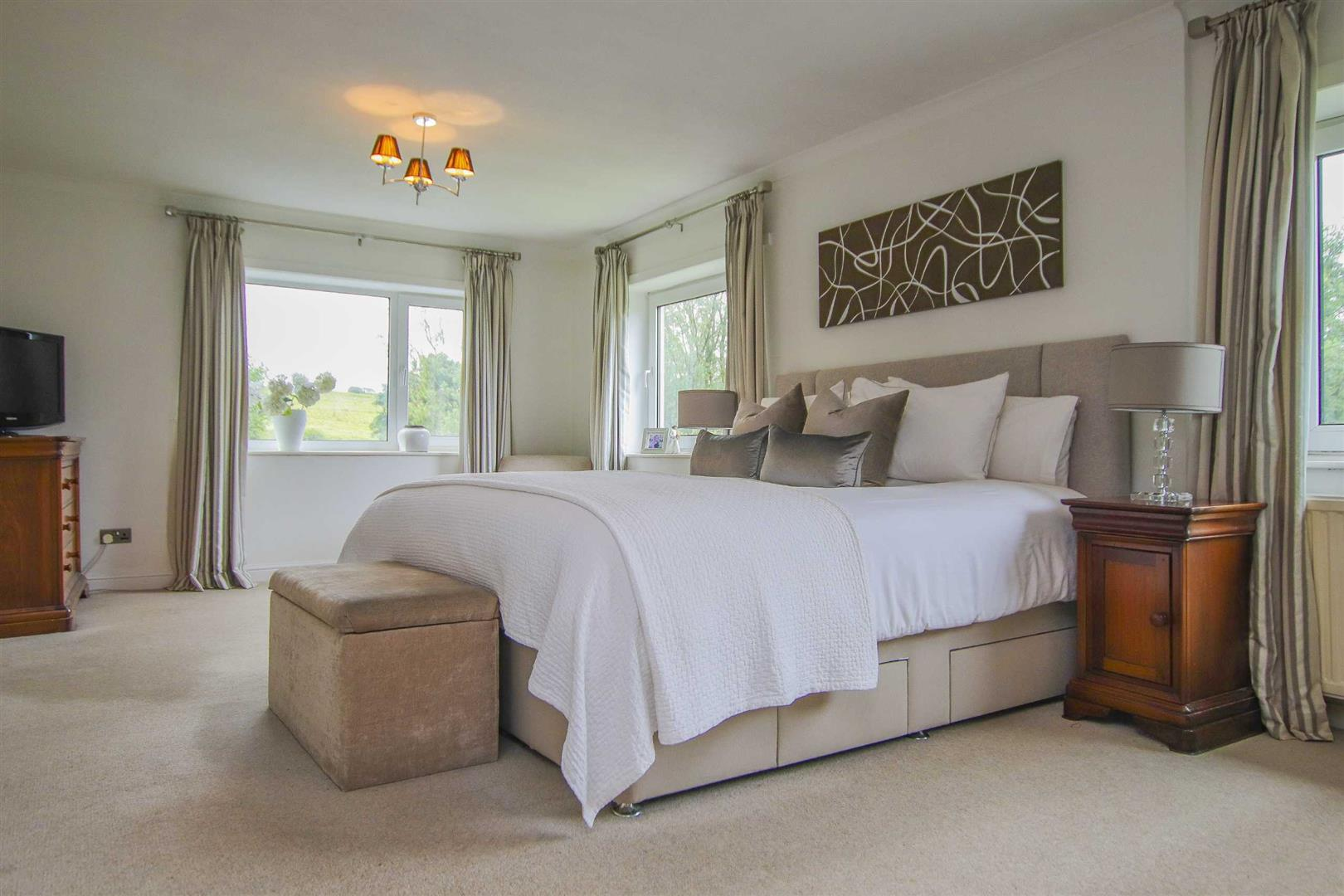 4 Bedroom Semi Detached Cottage For Sale - Image 25